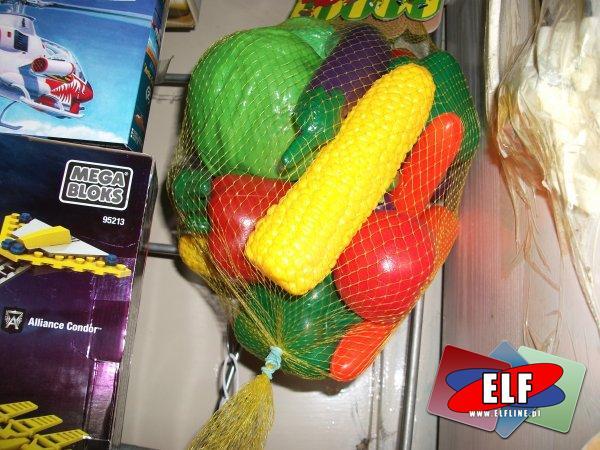Zabawki warzywa owoce plastikowe, dźwig i inne...