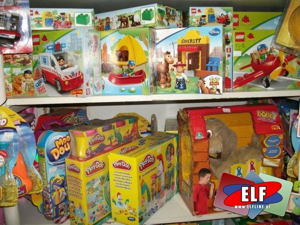 Ciastlolina, lego i zabawka interaktywna piesek