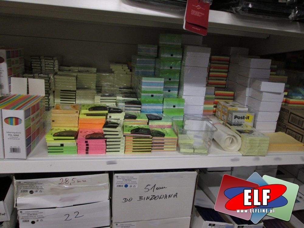 Kostki papierowe, Karteczki samoprzylepne, Koperty kolorowe i białe, różne akcesoria biurowe i papiernicze